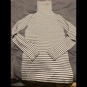 Black & white striped thin cashmere top.
